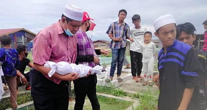 'Terpaksa Tunggu Semalaman' – Wanita Sedih Tak Dapat Kebumikan Jenazah Anak Kerana Kesempitan Hidup 4