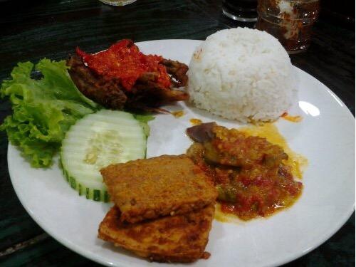 6 Kedai Makan Nasi Ayam Penyet Paling Best Di Sekitar Seksyen 7, Shah Alam4