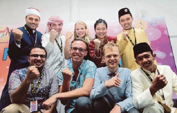 BANGI 06 August 2015. 9 Peserta yang layak ke separuh akhir kategori Antarabangsa, Pelajar Antarabangsa di Malaysia (PAM) & Alam Melayu Pidato Antarabangsa Bahasa Melayu 2015 di UNITEN, Bangi. NSTP/ Rosela Ismail