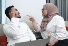 [VIDEO] Gara-Gara Shopping Online, Pasangan Suami Isteri Ini Bergaduh